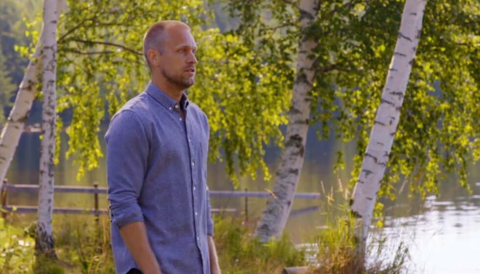 SINT: Mads Hansen viser ingen nåde når en deltaker må reise fra «Farmen». Foto: TV 2