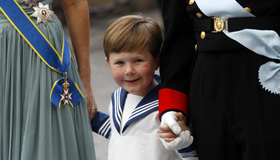 <strong>NUSSELIG:</strong> Prins Christian fyller i dag 15 år, og har, naturlig nok, blitt større med årene. Likevel er det nok mange som husker ham slik. Her fotografert i 2010 i bryllupet til kronprinsesse Victoria i Stockholm. Foto: Lise Åserud / NTB