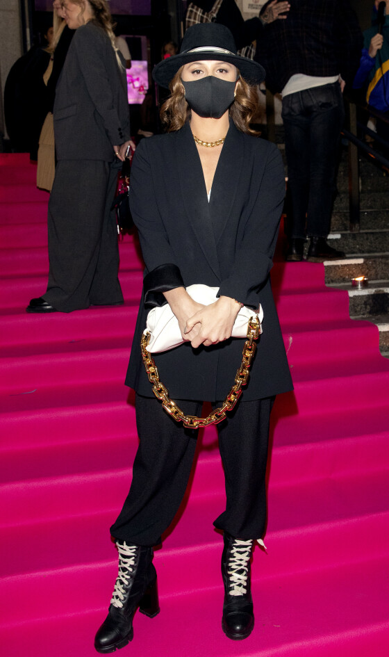 <strong>EMILIE STORDALEN:</strong> Hotellkongens datter stilte også på Costume Awards i helsort. Foto: Andreas Fadum/ Se og Hør