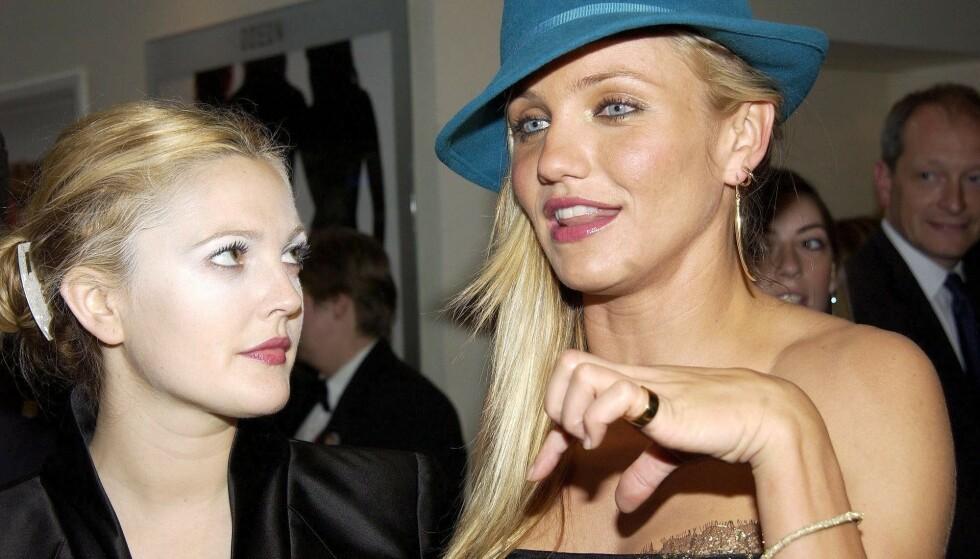 <strong>TUNG TID:</strong> Hollywood-stjernen Drew Barrymore har ved flere anledninger vært åpen om sine rus og alkoholproblemer i tenårene. Nå letter hun på sløret om hvordan det også har påvirket karrieren hennes. Her med «Charlie's Angels: Full Throttle»-kollega Cameron Diaz (t.h.) i 2003. Foto: Richard Young/ REX/ NTB
