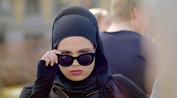 <strong>STRENGT BLIKK:</strong> Det er slik vi fleste husker henne - i rollen som Sana Bakoush NRK-suksessen «Skam». Foto: NRK