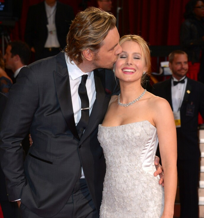 HYLLER: Dax Shepard ville hedre sin kjære kone, Kristen Bell, på morsdagen. Det gjorde han ved å dele et privat nakenbilde av Bell på Instagram. Her er ekteparet avbildet i 2014. Foto: Stewart Cook / REX / NTB