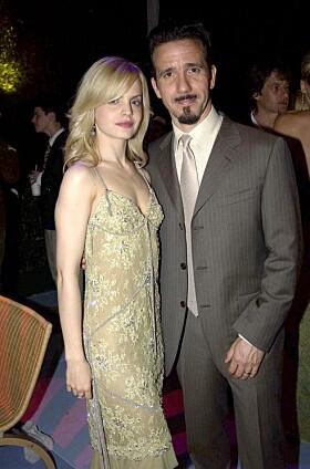 <strong>EKTEMANN NUMMER EN:</strong> Mena Suvari var gift med 17 år eldre Robert Brinkmann på starten av 2000-tallet. Her er de avbildet i 2003. Foto: Reuters/ NTB