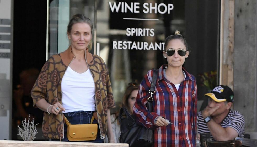 SVIGERINNER: Det har nok gått i glemmeboka for mange at Hollywood-stjernene Cameron Diaz og Nicole Richie er svigerinner. Her er duoen på shopping sammen i 2016. Foto: Splash News / NTB