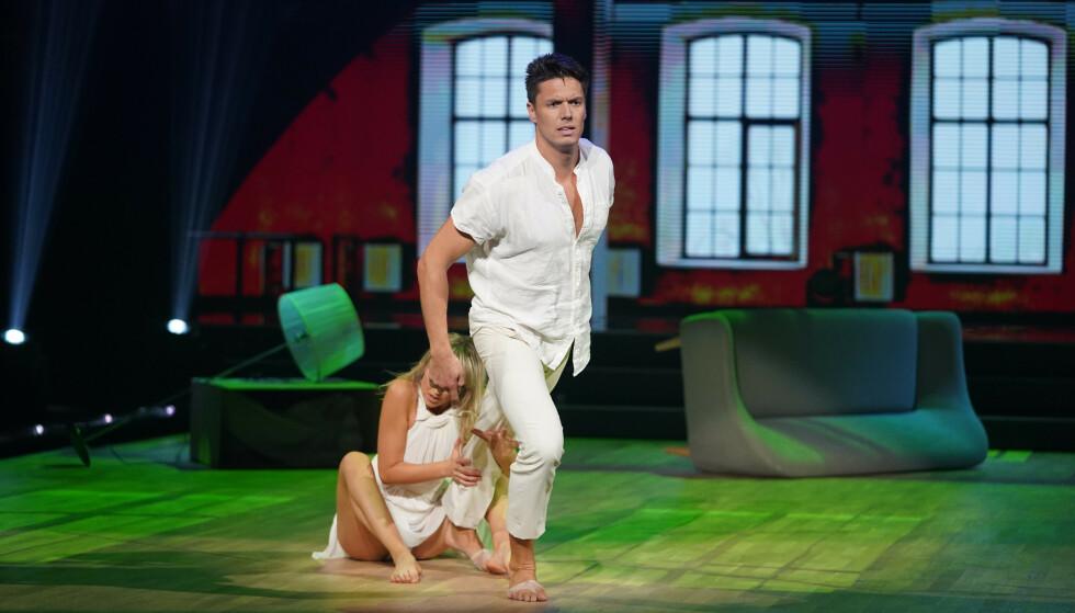 <strong>FULL POTT:</strong> Andreas Wahl og dansepartneren fikk 40 poeng for sin dans. Foto: TV 2 / Espen Solli