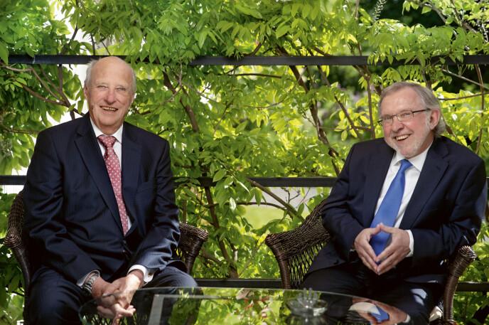 DE TO HARALD'ENE: Monarken kong Harald og republikaneren Harald Stanghelle har hatt flere nære samtaler det siste året. Samtalene er blitt boken «Kongen forteller», som ble utgitt høsten 2020 på Kagge forlag. FOTO: Agnete Brun
