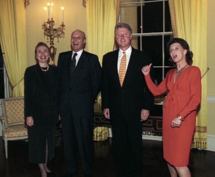 STATSBESØK: Kong Harald og dronning Sonja besøkte presidentparet Bill og Hillary Clinton i Det hvite hus under sitt offisielle besøk i USA. Foto: Terje Bendiksby / NTB