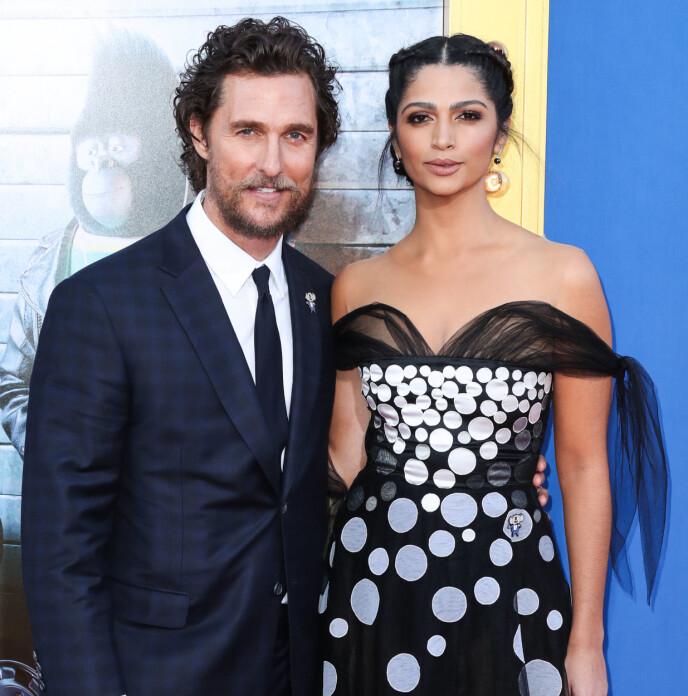 TREBARNSFORELDRE: Matthew McConaughey og kona Camila Alves McConaughey giftet seg i 2012 og har tre barn sammen. Her avbildet tidligere i år. Foto: Xavier Collin / Splash News / NTB