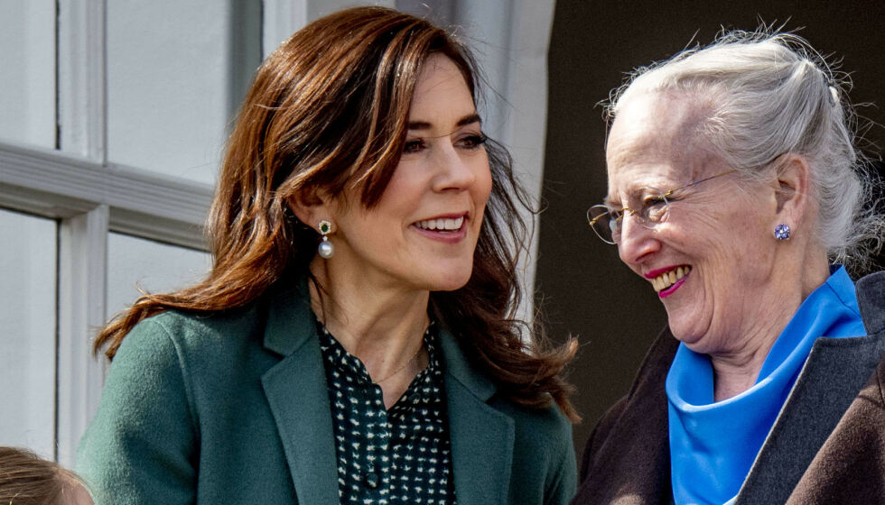 AVLYSER: Dronning Margrethe avlyser sin årlige nyttårstaffel og nyttårskur som følge av coronapandemien. Her er dronningen avbildet med kronprinsesse Mary. Foto: NTB Foto: Utrecht Robin / abacapress.com / NTB