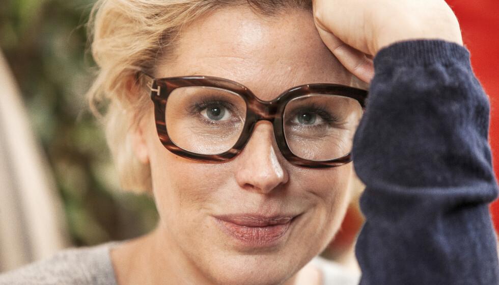 SNAKKER UT: Anne-Kat. Hærland åpnet opp om øyesykdommen i 2016. Nå forteller hun om tiden etter og spørsmålet hun stadig blir stilt. Foto: Erlend Haugen / Se og Hør