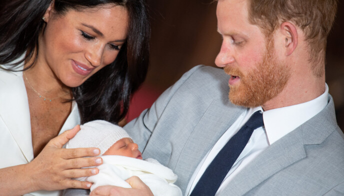 NYFØDT: Her er lille Archie bare dager etter fødselen, og i sitt første møte med offentligheten. Foto: NTB