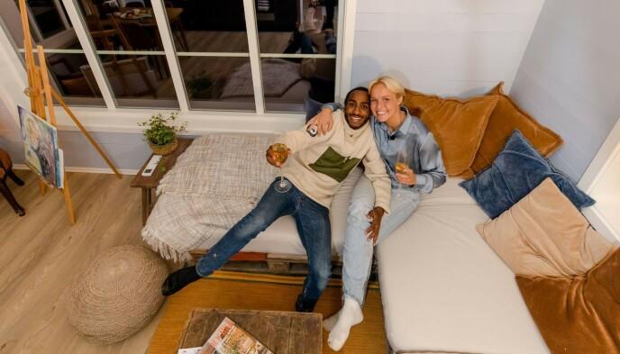 BEHOLDER BOLIGEN: Kjæresteparet har planer om å beholde drømmehytta. Foto: Robert Dreier Holand/TV 2