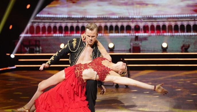 SENSUELT: Birgit Skarstein og Philip Raabe viste frem en sensuell paso doble. Foto: Espen Solli / TV 2