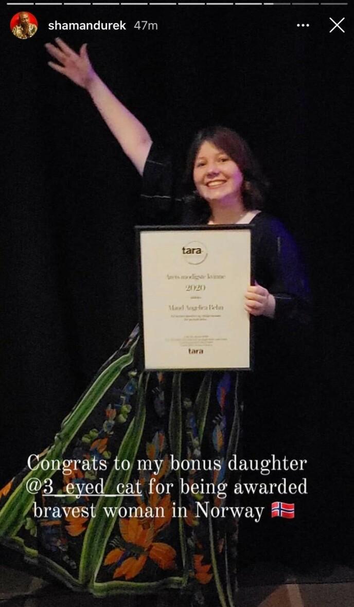GRATULASJON: Durek Verrett var også til stede da Maud Angelica vant pris i går kveld. Foto: Skjermdump fra Instagram