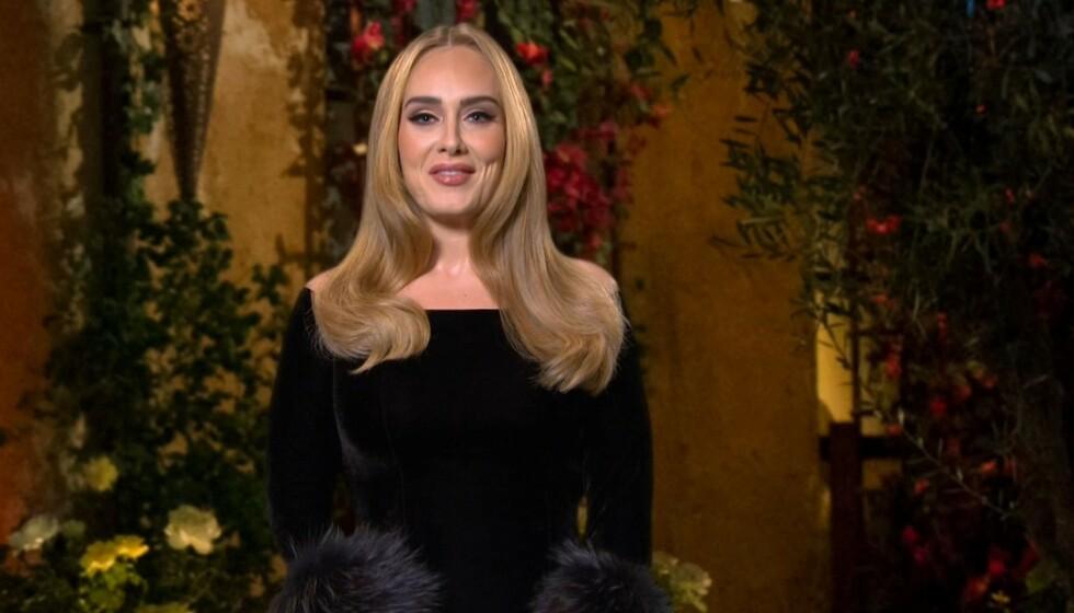 SINGEL?: Det spekuleres på om romantikken blomstrer for Adele, men selv omtaler hun seg selv som «singel». Foto: NBC/ BACKGRID/ NTB