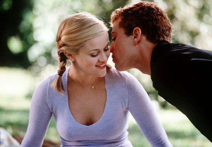 UNGE STJERNER: Reese Witherspoon og Ryan Phillippe avbildet i en scene fra «Cruel Intentions» (1999). Foto: Melissa Moseley/ Columbia/ Kobal/ REX/ NTB