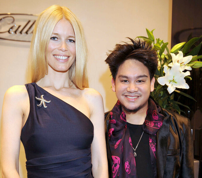 GIKK BORT: Prins Azim ble bare 38 år gammel. Her er han sammen med modell Claudia Schiffer for noen år tilbake. Foto: Alan Davidson / Rex / NTB