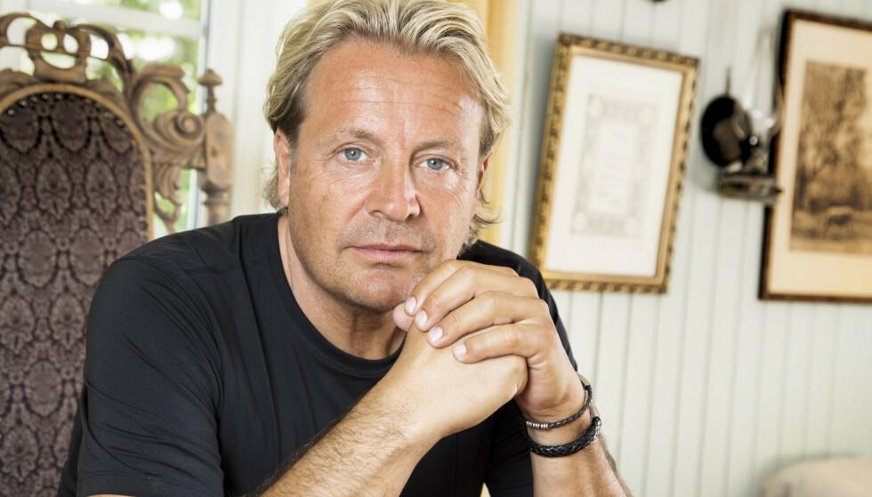 CHAMPAGNEFAKTOR: I sin nye bok forteller Runar Søgaard åpent om sine festlige år. Foto: Morten Eik / Se og Hør
