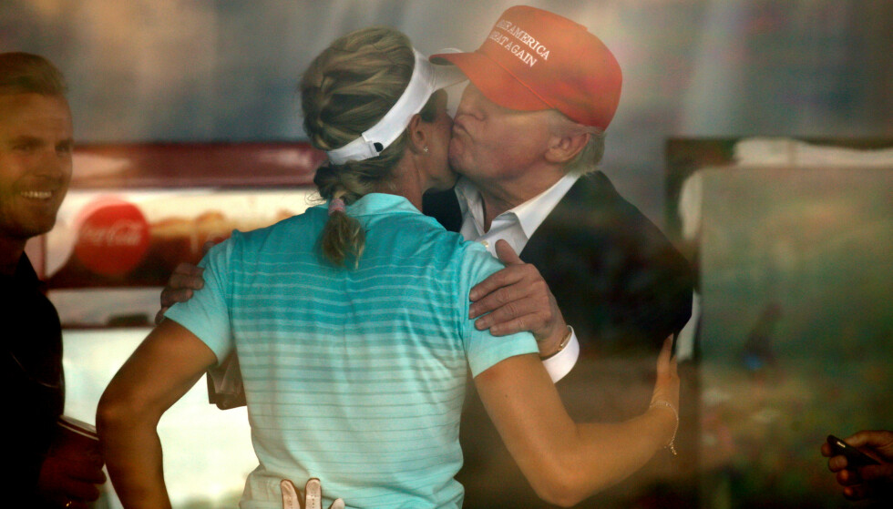 NÆRT OG STERKT: President Trump hilser på Suzann Pettersen under US Open i 2017 - på Trumps golfbane i Bedminster i New Jersey. Foto: NTB