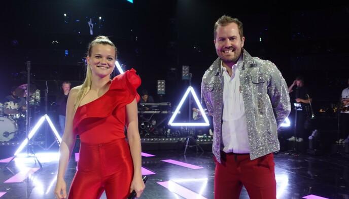 KLARE: Sandra Lyng og Knut Marius Djupvik er klare for den store finalen, der kun én av dem stikker av med den gjeve seieren. Foto: NRK