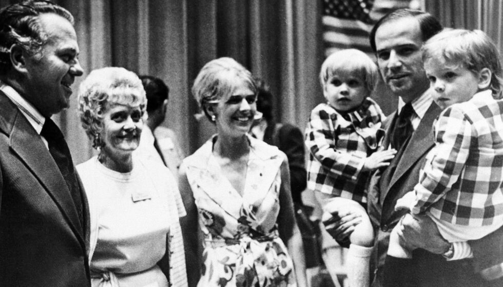 KJERNEFAMILIE: Dette bildet ble tatt sommeren 1972, bare måneder før Joe Bidens familie ble halvert på grunn av en fatal ulykke. I midten står Neilia Biden, som døde sammen med datteren. Foto: NTB