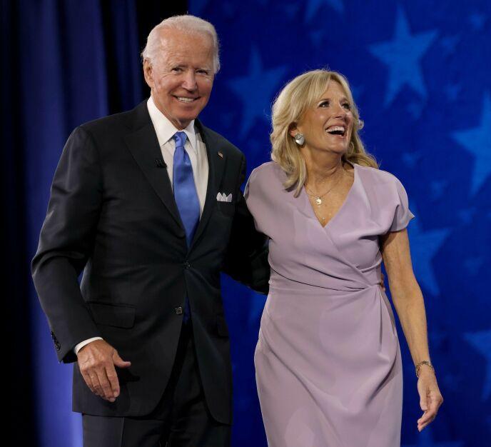 EKTE KJÆRLIGHET: Da demokratene holdt sitt landsmøte tidligere i sommer, var det tydelig at kjærligheten mellom ekteparet fortsatt er sterk. Foto: NTB