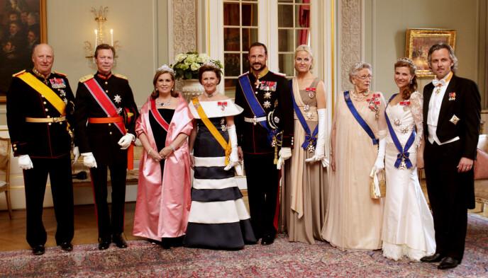 STASELIG BESØK: Kong Harald og dronning Sonja var vertskap da storhertugparet av Luxembourg gjestet Norge i 2011. Foto: Erlend Aas / NTB