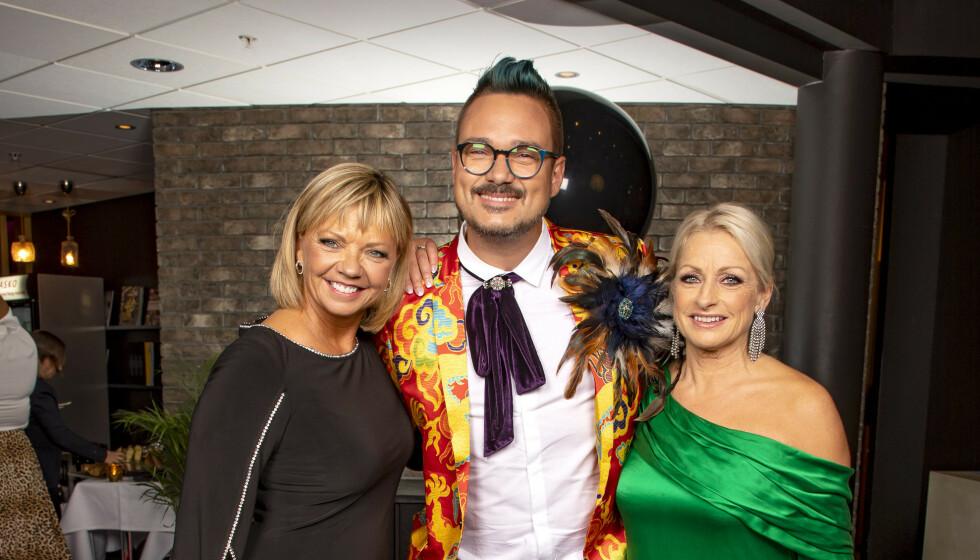 IKONISKE JAKKER STJÅLET: Tore Petterson forteller at mange av hans egendesignede jakker for «Skal vi danse» har blitt med innbruddstyvene. Her er han med med-dommere Trine Dehli Cleve og Merete Lingjærde. Foto: Tor Lindseth/Se og Hør