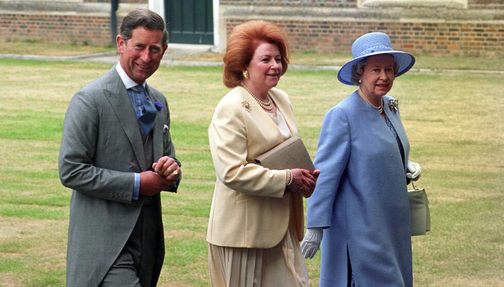 I SORG: I helgen mistet dronning Elizabeth sin kjære kusine, Lady Elizabeth Anson. Her er hun fotografert med dronningen og prins Charles i 1995. Foto: NTB