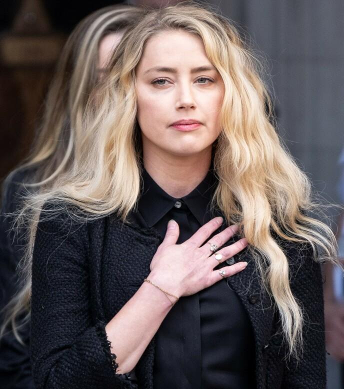 MØTES IGJEN: Neste år skal eksparet Johnny Depp og Amber Heard møtes i retten i anledning sin egen rettssak. Her er Heard avbildet utenfor London High Court 28. juli. Foto: Niklas Halle'n/ AFP/ NTB