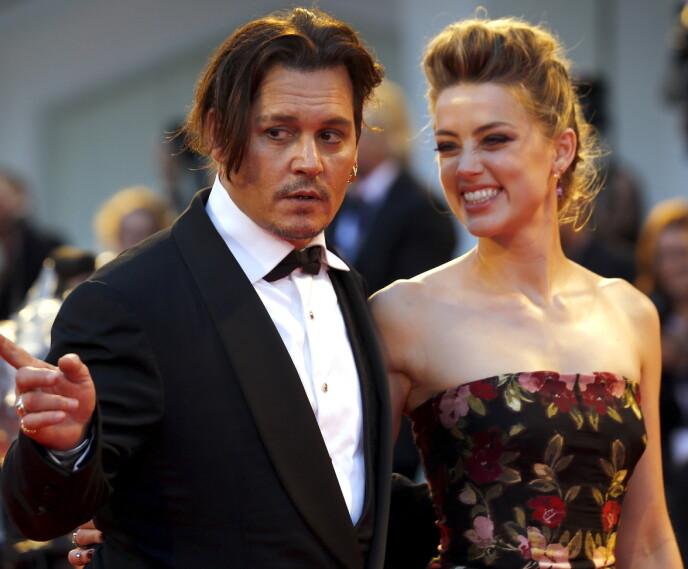 TRØBLETE: Amber Heard og Johnny Depp har hatt et turbulent forhold, som er blitt viet mye oppmerksomhet både i pressen og i rettssalen. Her er de to avbildet sammen i 2015 Foto: Stefano Rellandini/ Reuters/ NTB