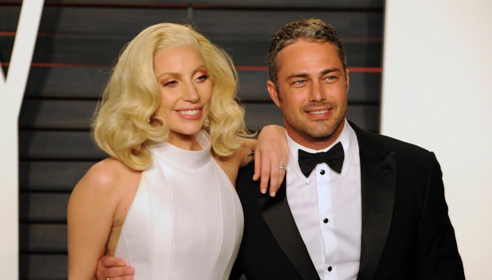 EKS-FORLOVEDEN: Her er Lady Gaga og Taylor Kinney avbildet sammen under Vanity Fairs Oscar Party i februar 2016. Foto: PG / Splash News / NTB