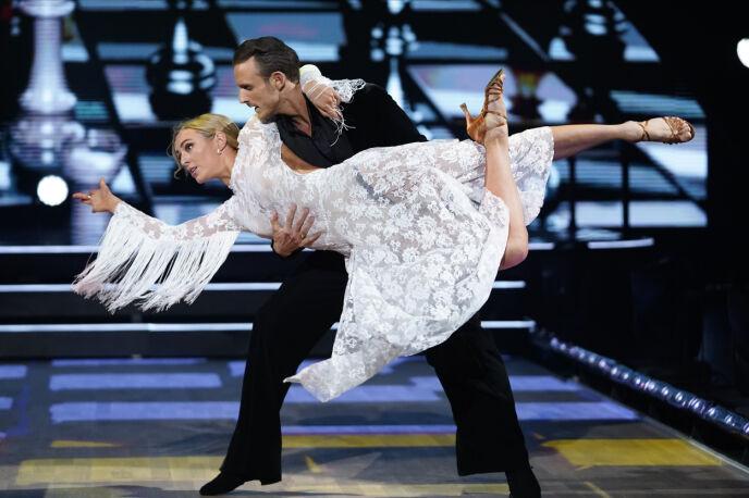 GA ALT: Marte og Benjamin fikk mye skryt for sin første dans. Dommerne mente blant annet at hun virkelig har meldt seg på i kampen om å gå videre. Foto: Espen Solli / TV 2