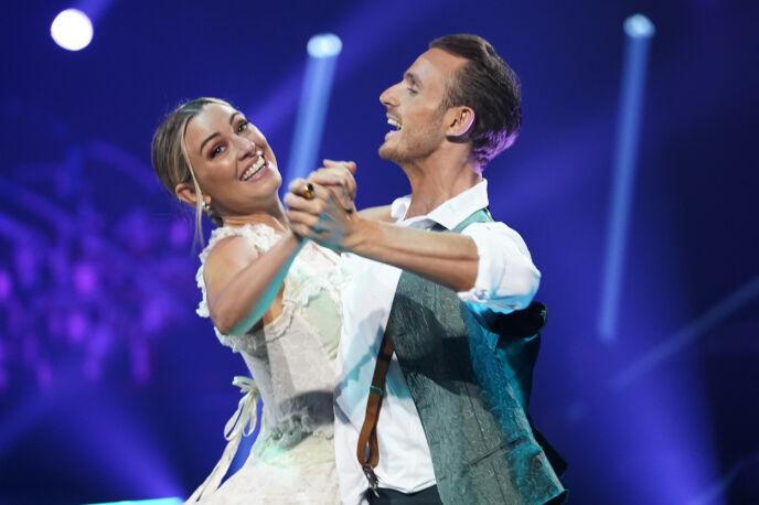 SIST UT: Marte og Benjamin avsluttet kveldens totalt åtte danser. Foto: Espen Solli / TV 2