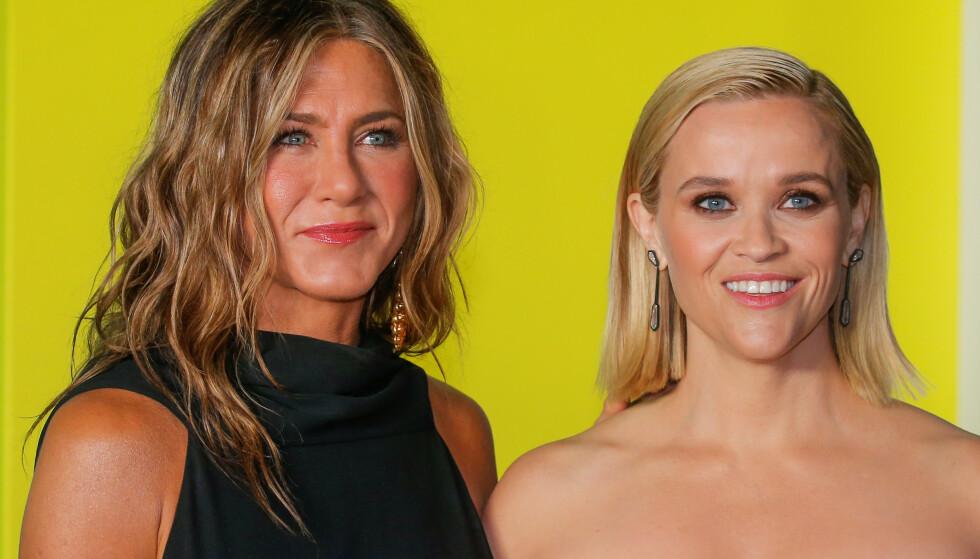 FEIRER: Jennifer Aniston og Reese Witherspoon er bare to av verdens største stjerner som feirer valgresultatet. Foto: Eduardo Munoz / Reuters / NTB