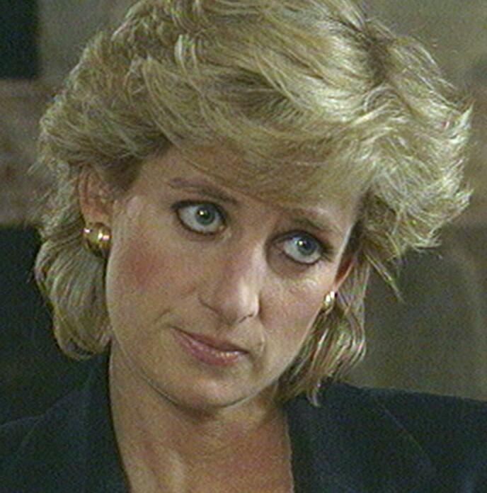 OMSTRIDT INTERVJU: Prinsesse Diana avbildet under det omstridte BBC-intervjuet i 1995. Foto AP/ BBC Panorama/ NTB
