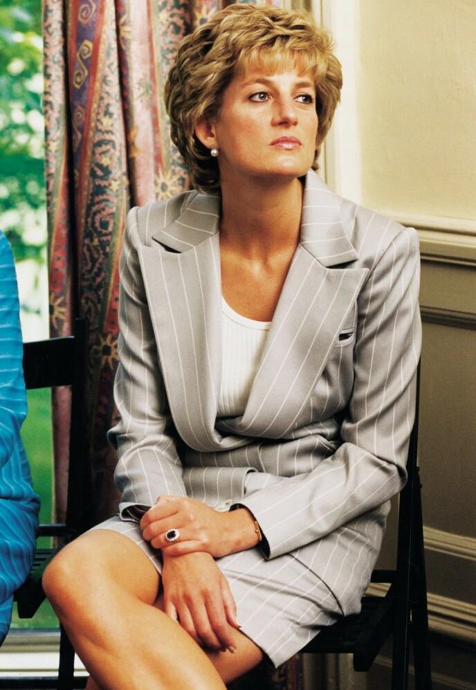 DEN GANG DA: Prinsesse Diana avbildet ute på oppdrag sommeren 1995, et drøyt år før skilsmissen fra prins Charles ble sluttført. Foto: Alex Lentati/ REX/ NTB