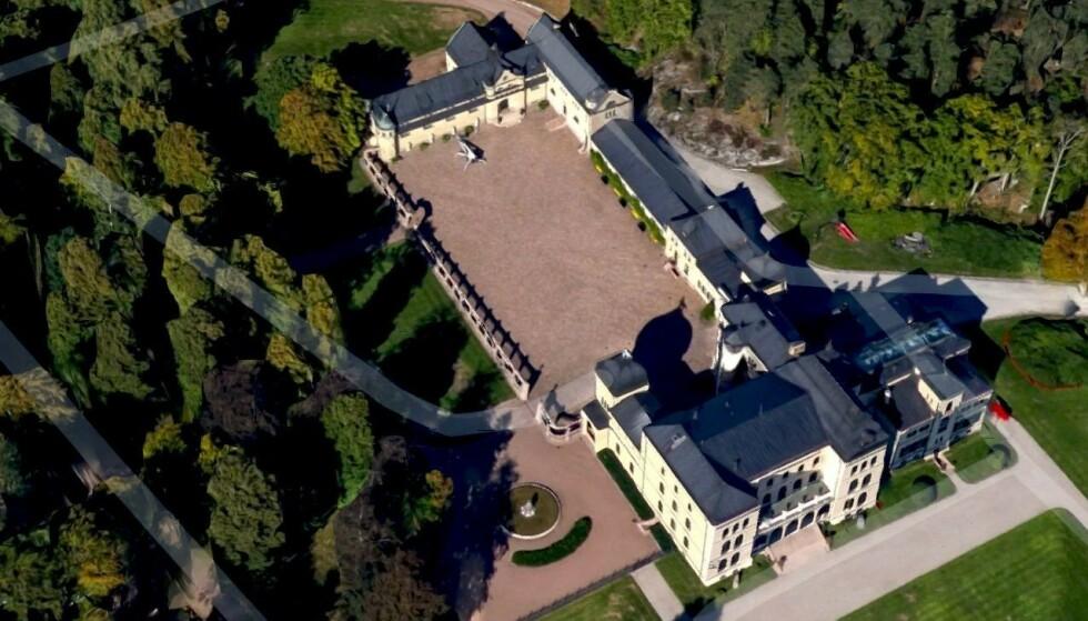 MAJESTETISK: Treschow bodde alene på eiendommen Fritzøehus i Larvik frem til sin død. Foto: Google