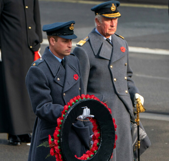 VAR TIL STEDE: Prins William og prins Charles markerte «Remembrance Day» søndag. Foto: Arthur Edwards/ REUTERS/ NTB
