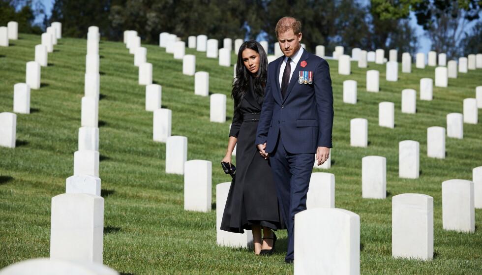 AVSLÅTT: Forrige uke skal prins Harrys ønske om å minnes krigsheltene ha blitt avslått av hoffet. Han og Meghan markerte imidlertid dagen selv på Los Angeles National Cemetery. Foto: Lee Morgan/ Reuters/ NTB