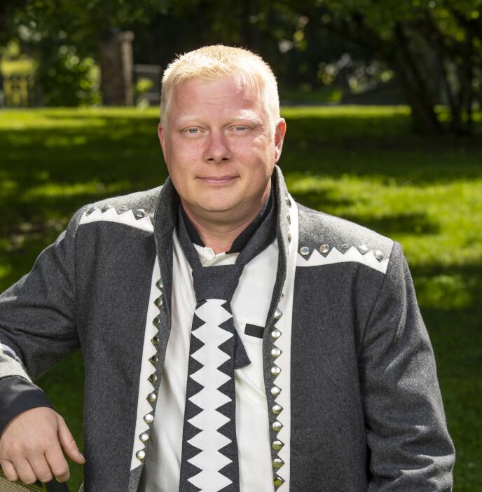 KRITISK: Brannmann Nils Kvalvik stiller spørsmålstegn ved TV 2s forklaring. Foto: Tor Lindseth / Se og Hør