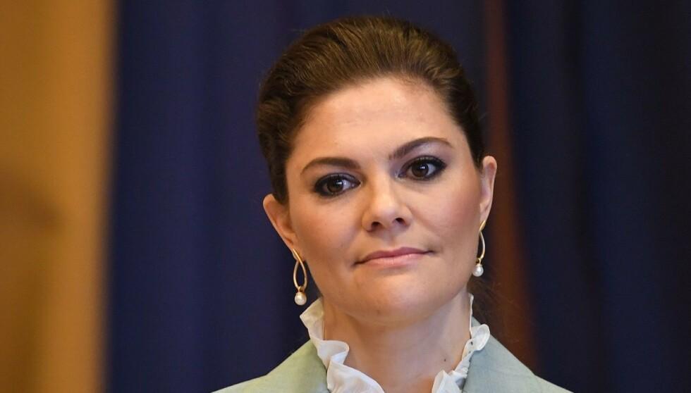 TRIST: Pandemien har nå rammet den svenske kongefamiliens innerste krets. Kronprinsesse Victoria er i sorg etter tapet av sin nære samarbeidspartner. Foto: REX, NTB