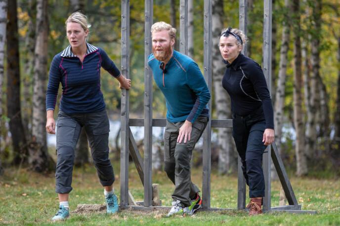 JEVN KAMP: Karianne, Mathias og Karianne Vilde ga alle alt for å gå videre i konkurransen. Sistnevnte stakk av med seieren etter en intens kamp. Foto: Alex Iversen / TV 2