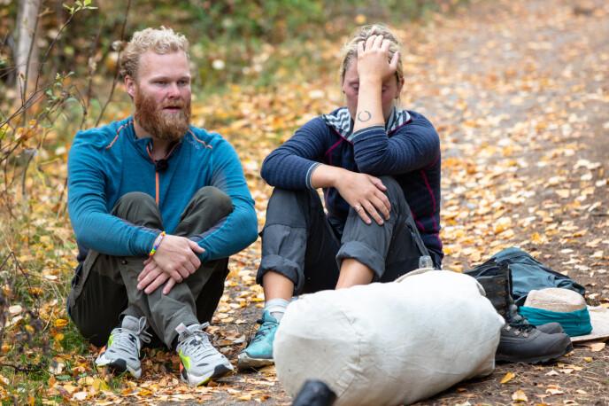 BRAST I GRÅT: Tårene trillet da Mathias og Karianne innså at de hadde tapt konkurransen om å få bli værende på gården. Foto: Alex Iversen / TV 2