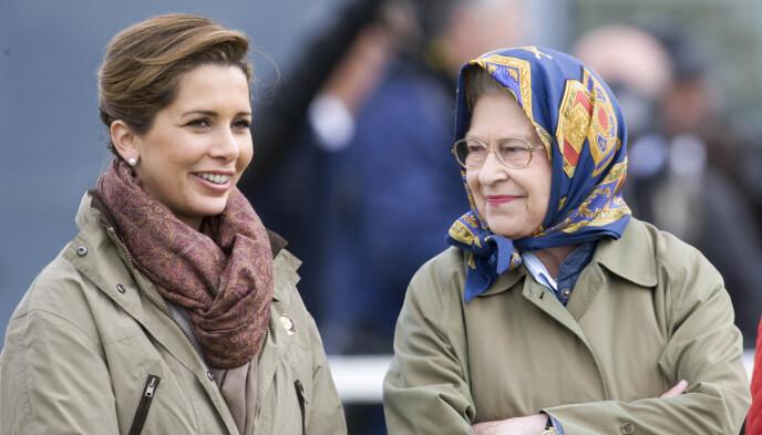 VENNER: Prinsesse Haya har et nært vennskap til den britiske kongefamilien. Her er hun avbildet med dronning Elizabeth i 2009. Foto: David Hartley/REX/NTB