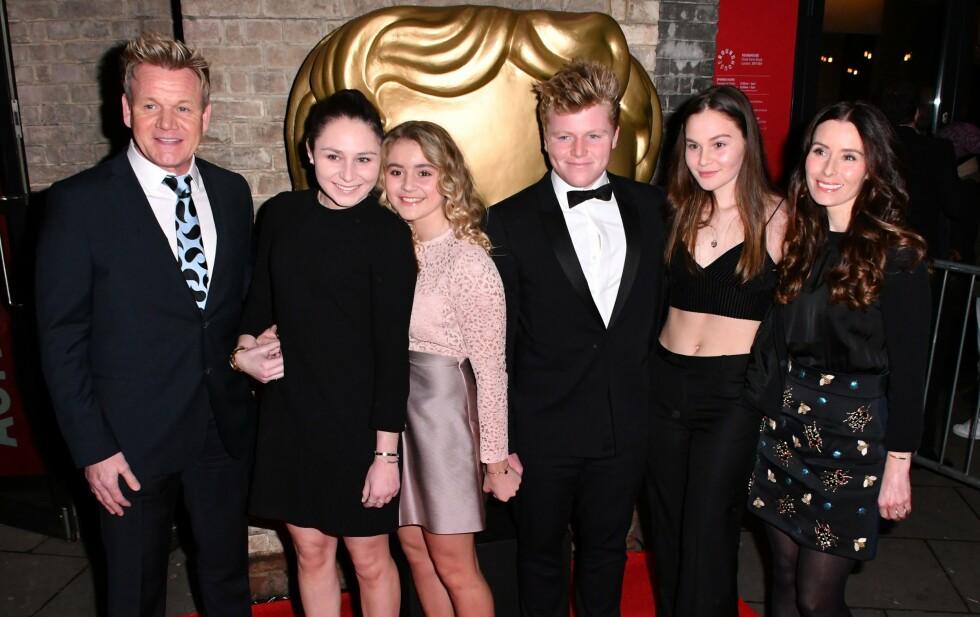 STOR FAMILIE: Gordon Ramsay er lei av å bli kalt bestefar til sin yngste sønn Oscar. Her er familien, med unntak av yngstemann, samlet i 2016. Foto: Nils Jorgensen/ REX/ NTB