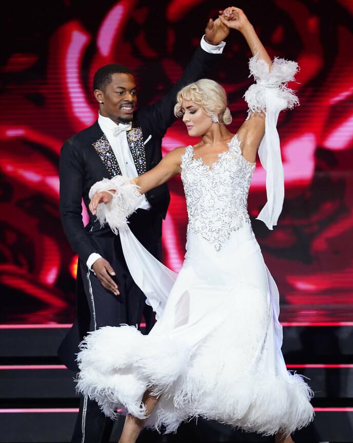 INNRØMMET STEMMETRØBBEL: Nate Kahungu og dansepartneren Helene Spilling fikk komme tilbake til tv-programmet etter stemmetrøbbel tidligere i høst. Her er de avbildet under helgas finale. Foto: Espen Solli / TV 2