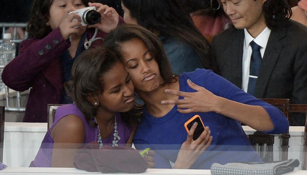 GODE VENNER: Ifølge faren skal Sasha og Malia ha blitt nære venner de siste åra. Her sammen i 2013. Foto: Joe Klamar / AFP / NTB