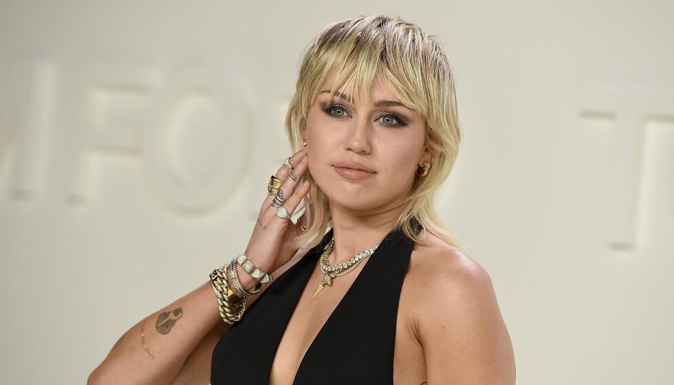 SPREKK: I et nytt intervju innrømmer Miley Cyrus at hun har sprukket - etter å ha holdt seg edru i lang tid. Foto: Jordan Strauss / NTB