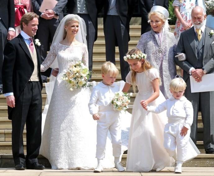 BRYLLUP: Prins og prinsesse Michael av Kent i bryllupet til datteren Lady Gabriella Windsor og Thomas Kingston. Paret giftet seg samme sted som Harry og Meghan - ett år senere. Foto: Chris Jackson/ AFP/ NTB